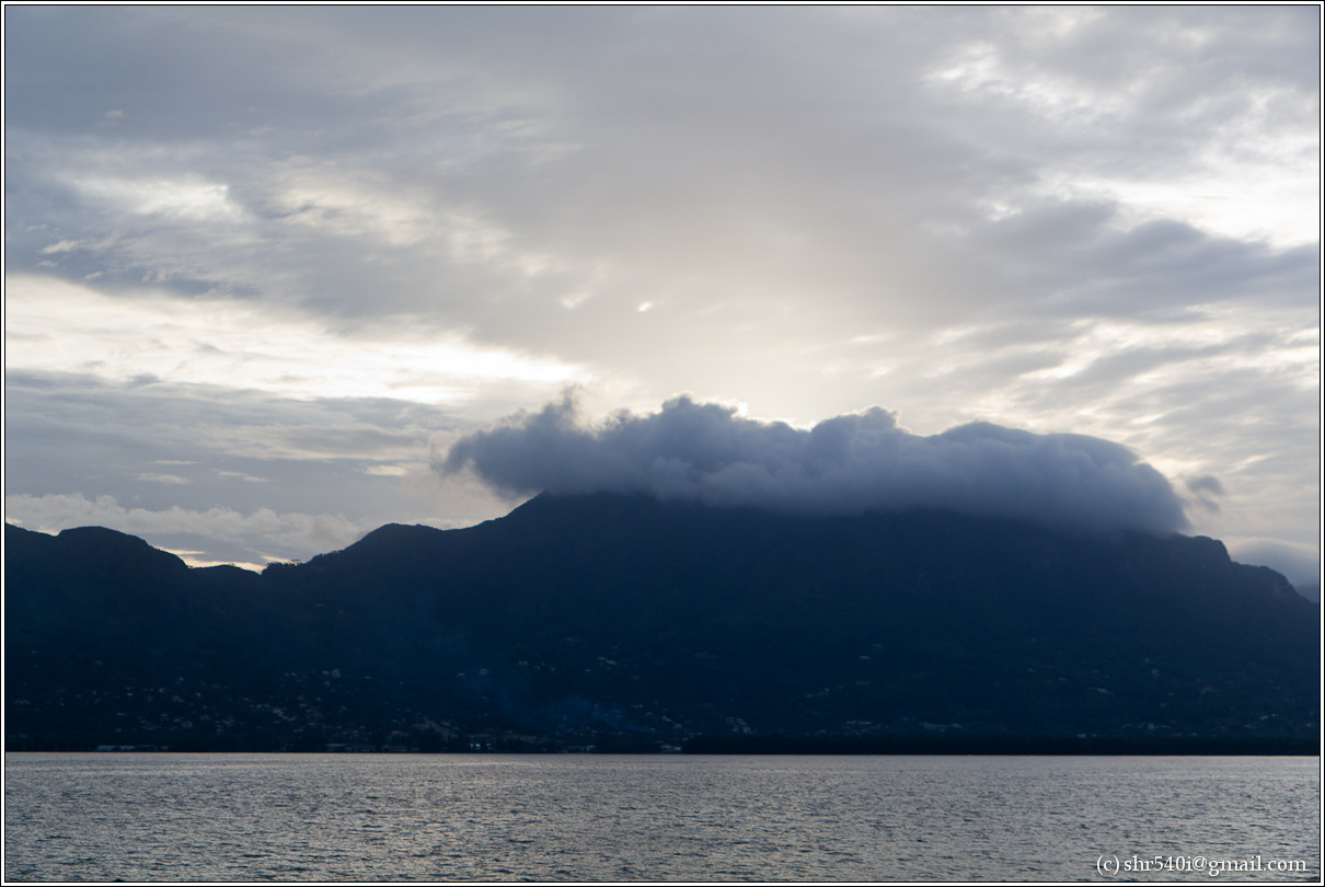 2011-01-08 18-14-41_Seychelles_00535_1star.jpg