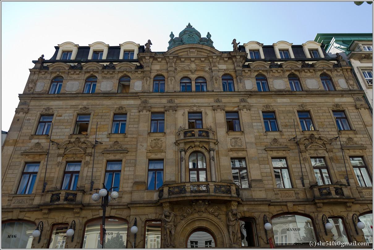 2011-05-09 10-40-56_Prague_00070_3star.jpg