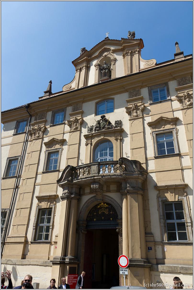 2011-05-09 12-28-35_Prague_00140_3star.jpg
