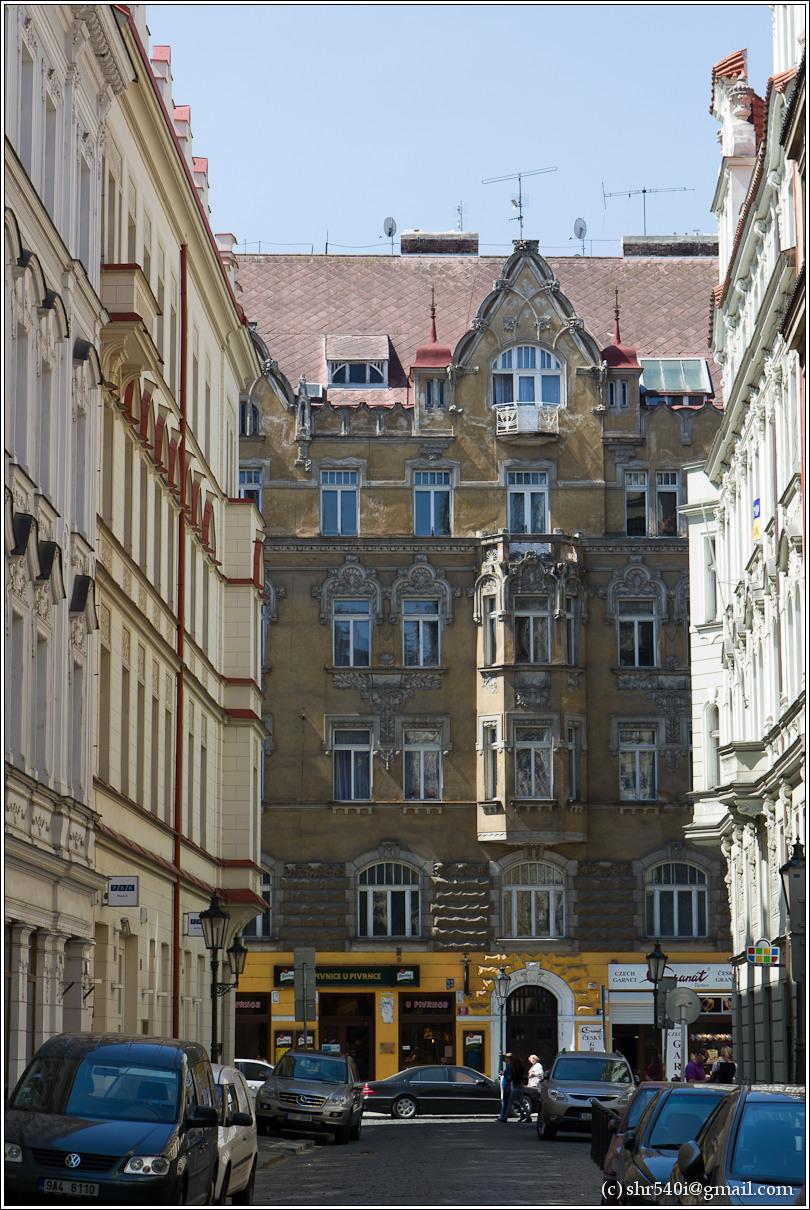 2011-05-09 12-43-26_Prague_00157_3star.jpg