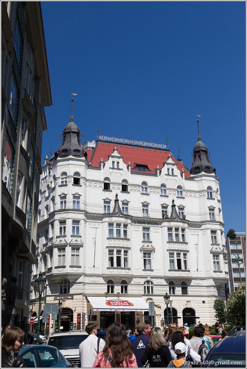 2011-05-09 12-52-25_Prague_00167_3star.jpg