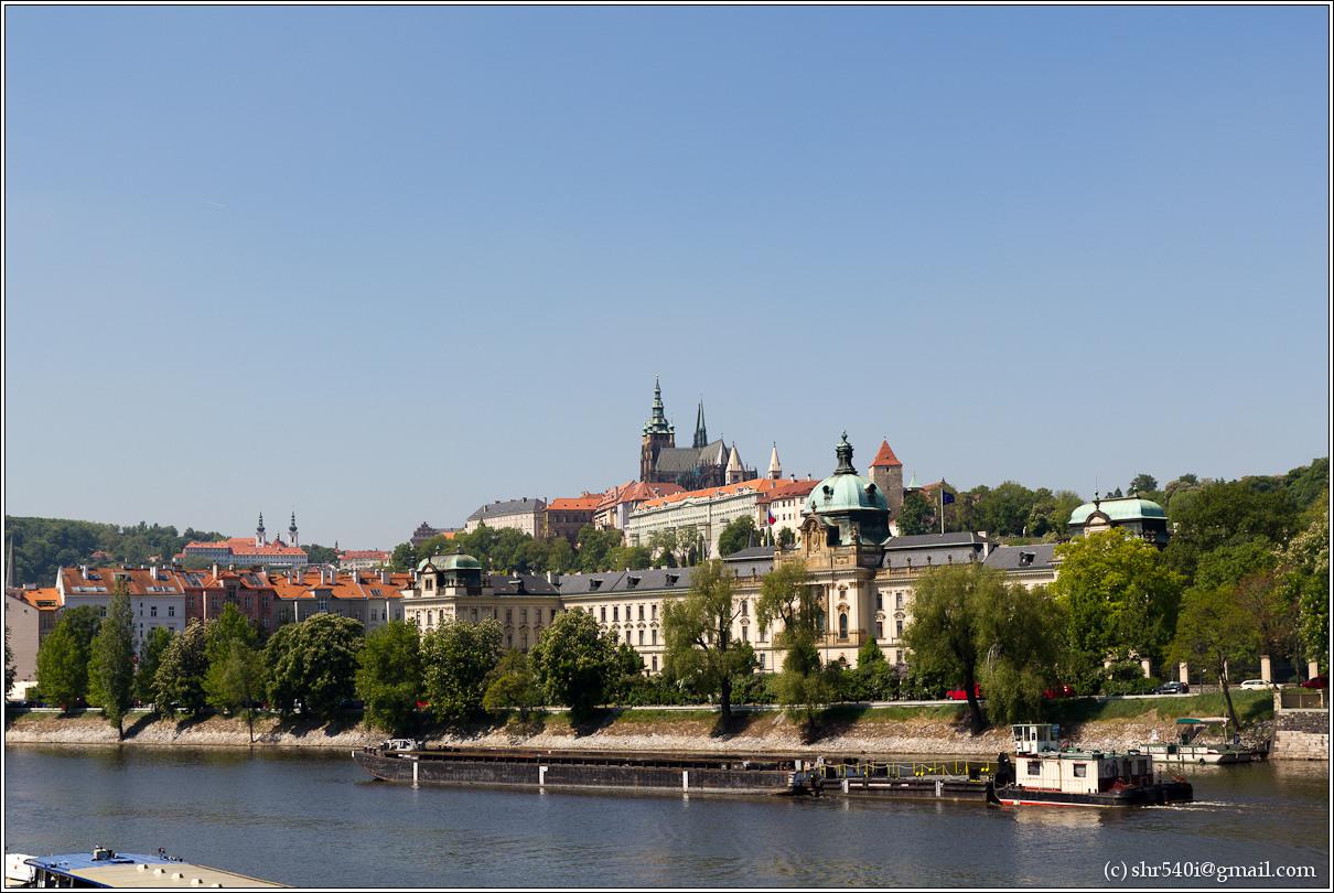 2011-05-09 12-57-12_Prague_00175_3star.jpg