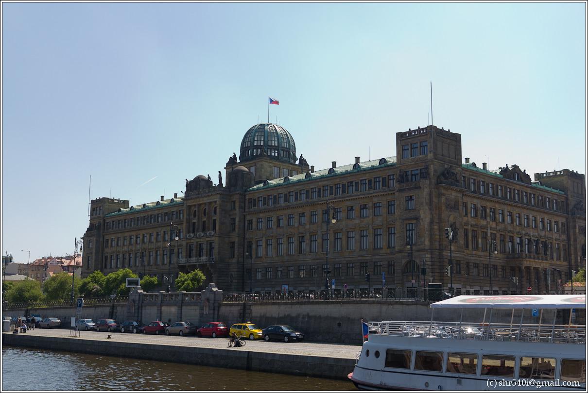 2011-05-09 13-15-05_Prague_00203_3star.jpg