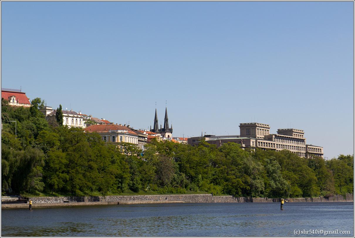 2011-05-09 13-17-11_Prague_00204_3star.jpg