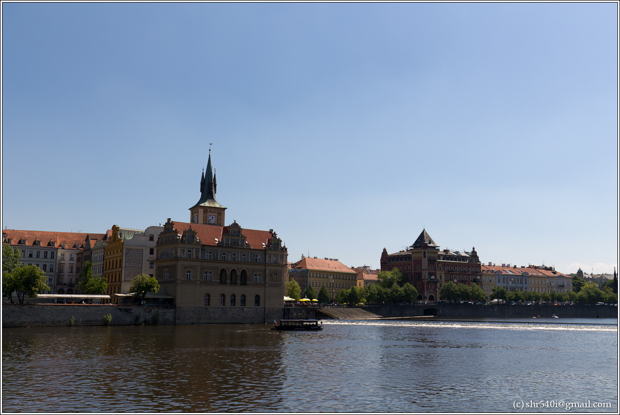 2011-05-09 13-42-50_Prague_00231_3star.jpg