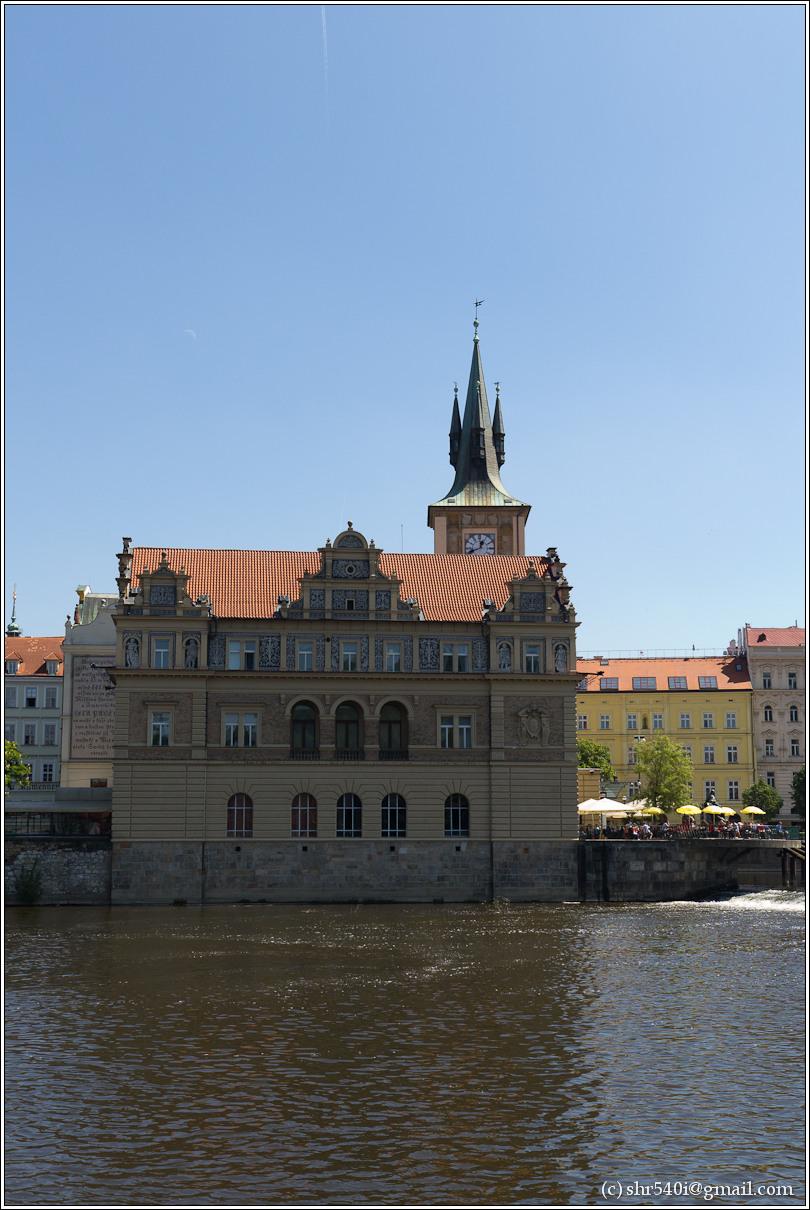 2011-05-09 13-44-33_Prague_00234_3star.jpg
