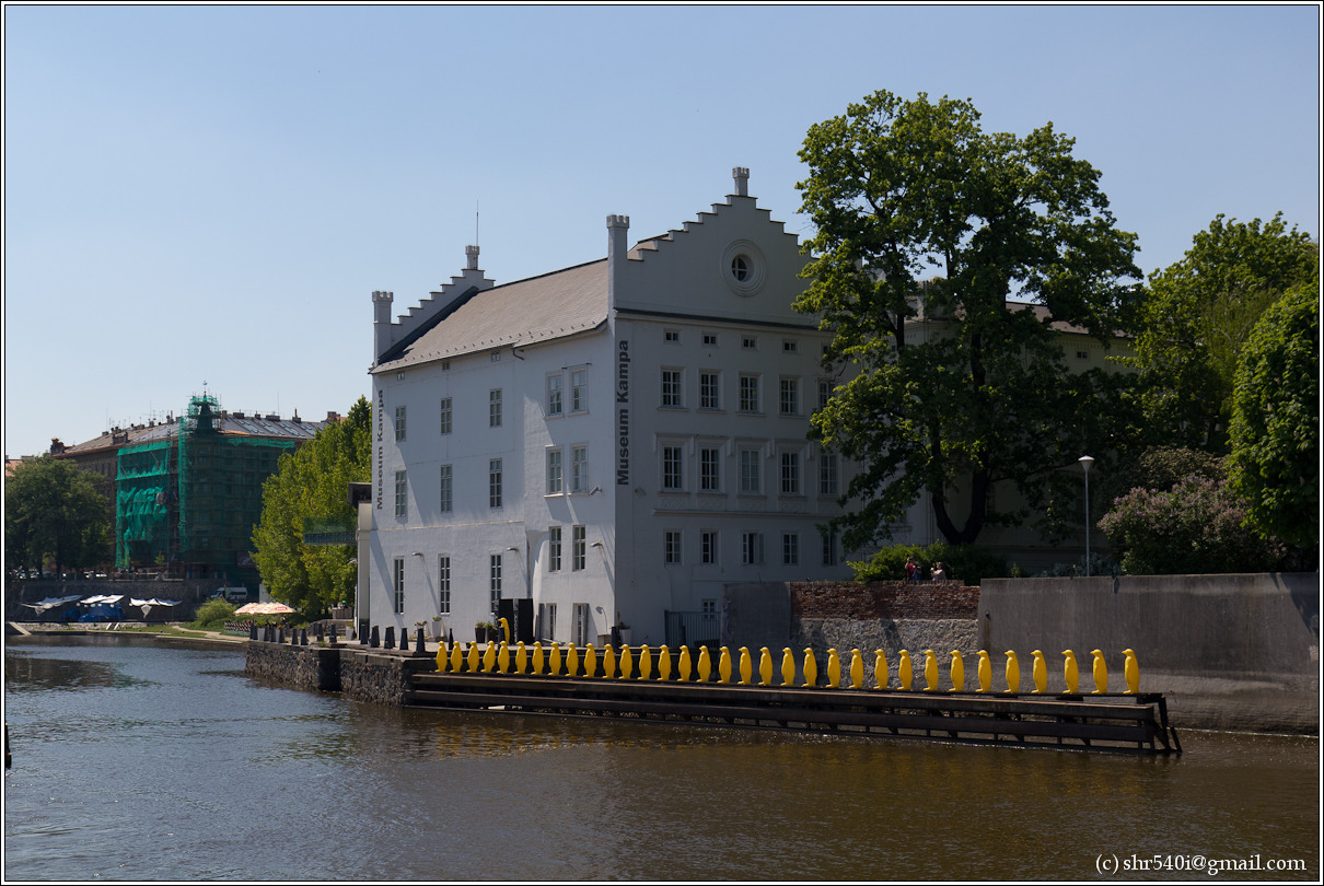 2011-05-09 13-47-28_Prague_00239_3star.jpg