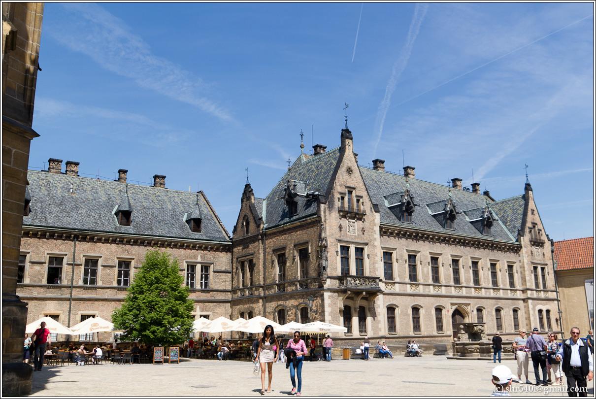 2011-05-10 14-18-42_Prague_00081_3star.jpg