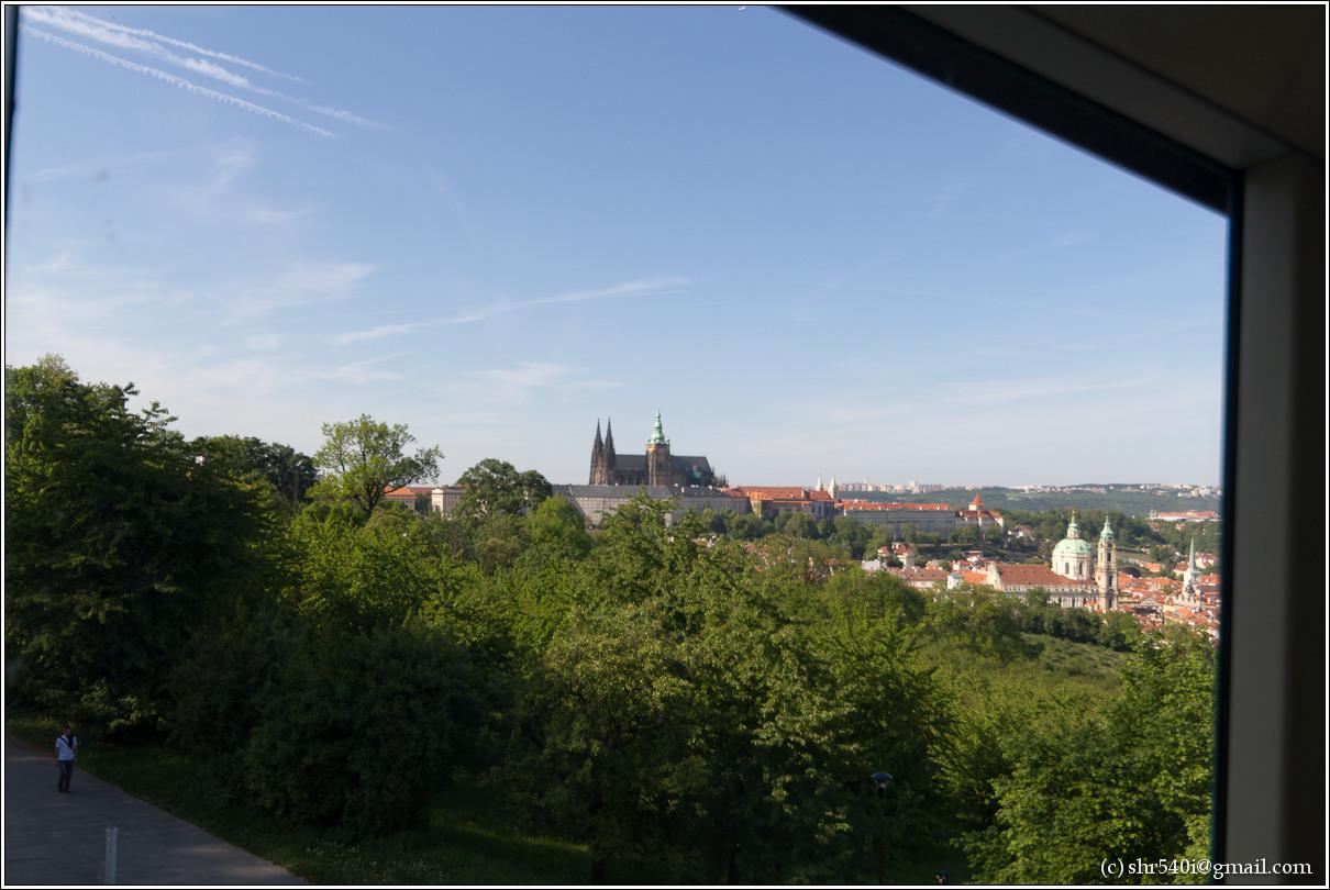 2011-05-10 17-55-13_Prague_00210_3star.jpg
